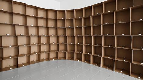 zimoun_138_prepared_dc-motors_cotton_balls_cardboard_boxes_40x40x40cm_05.jpg