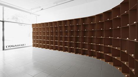 zimoun_2011_138_prepared_dc-motors_cotton_balls_cardboard_boxes_40x40x40cm.jpg