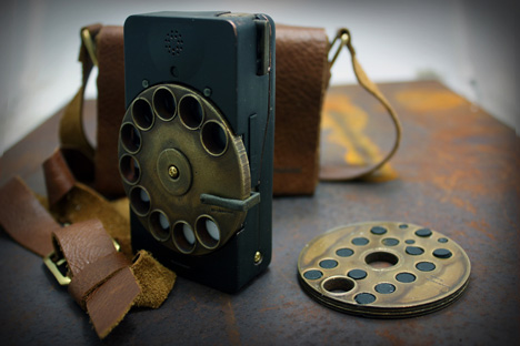 Richard_Clarkson-Rotary_Mechanical-Smartphone_Concept-12.jpg