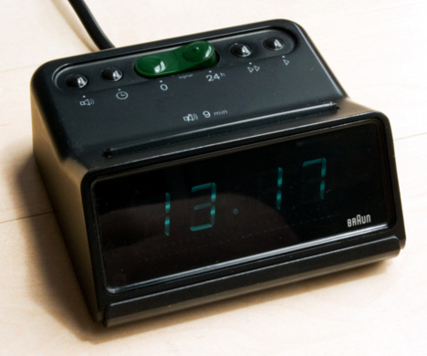 1976-Braun-DN30s_Digital_Alarm_Clock.jpg