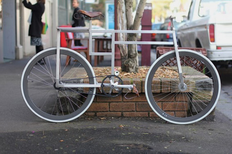 i recently came across images of this mysterious custom bicycle frame at saint cloud an australian fixed gear shop its something like de stijl turned