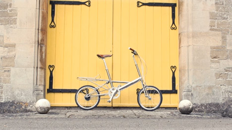 Moulton-Scrn-YellowDoor.jpg