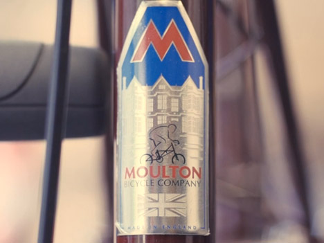 Moulton-Scrn-headbadge.jpg