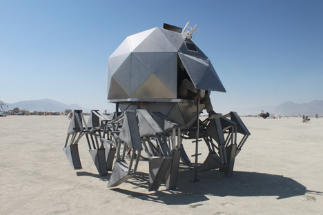 burningman_walkingpod_ladder.jpg