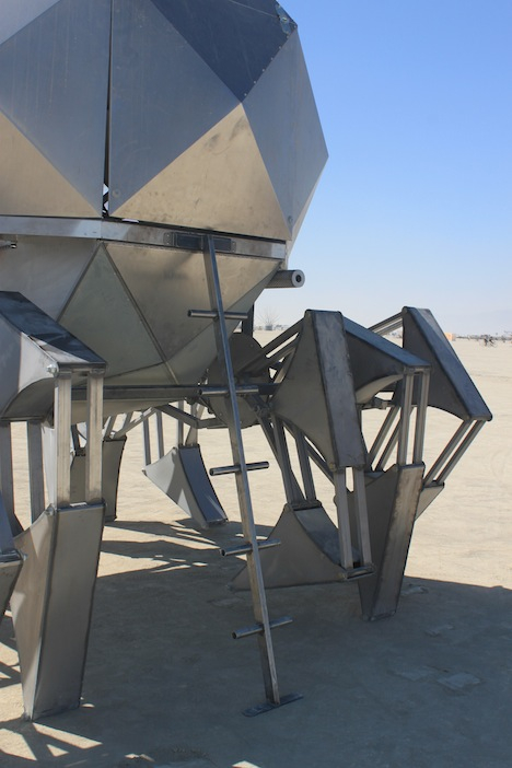 burningman_walkingpod_ladder2.jpg