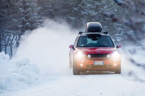 mini-snow-driving-01.jpg