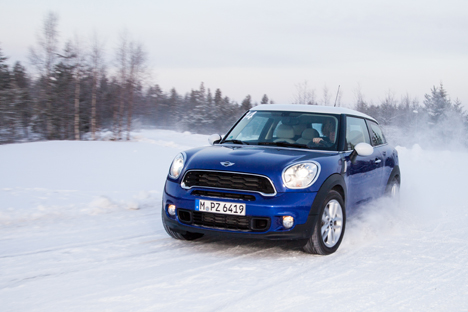 mini-snow-driving-02.jpg
