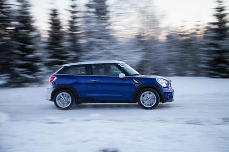 mini-snow-driving-03.jpg