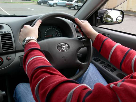 how to turn a steering wheel hand over hand
