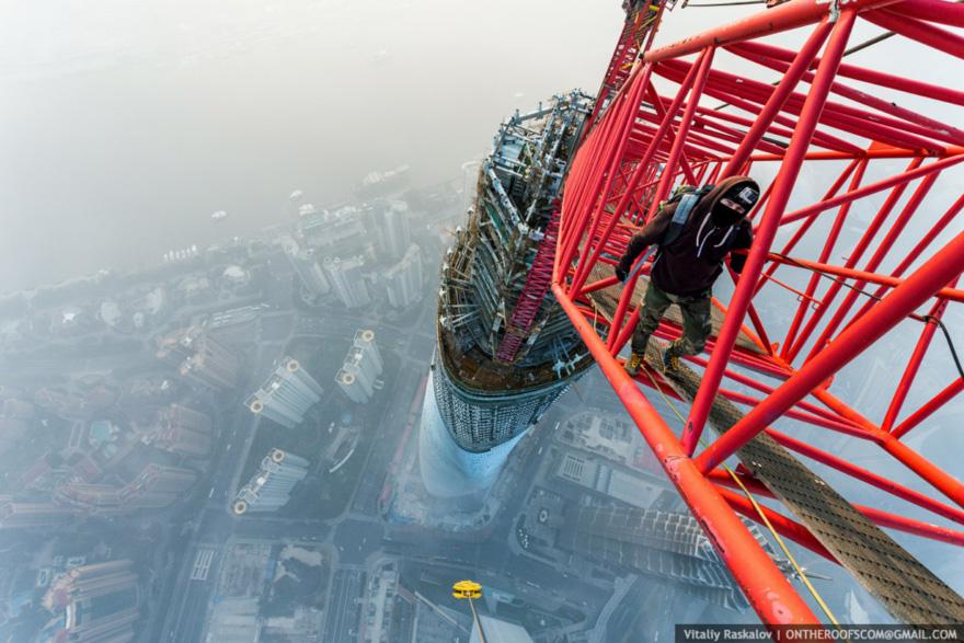 ShanghaiTower-Raskalov.jpg