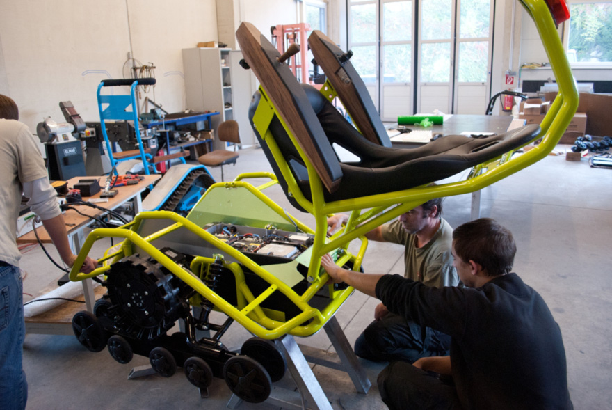 Ziesel-process-openChassis.jpg