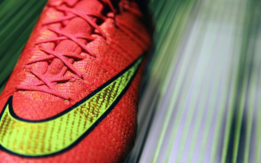 NikeFootball14_bootgold.jpg