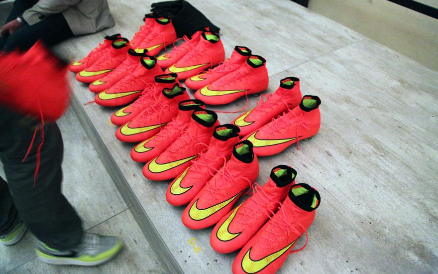 NikeFootball14_boottry.jpg