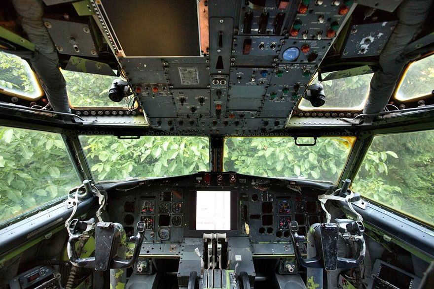 AirplaneHome-Cockpit.jpg
