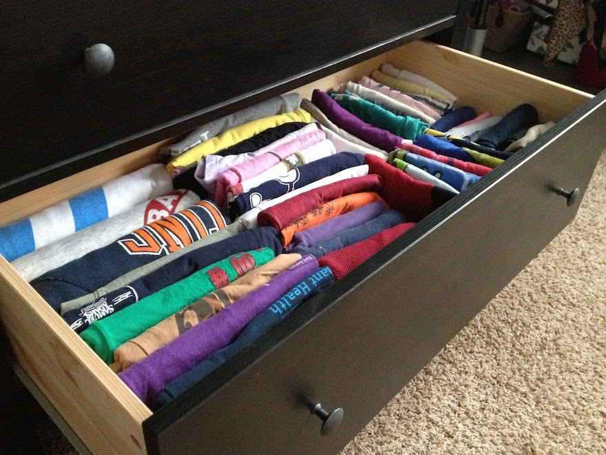 stressbaking-Folded-T-shirts-on-drawer.JPG