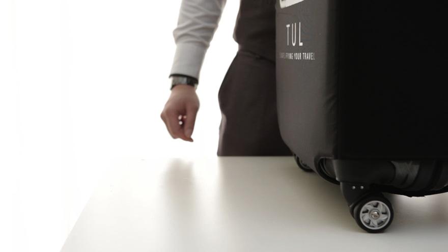TUL-SelfWeighingSuitcase-2.jpg