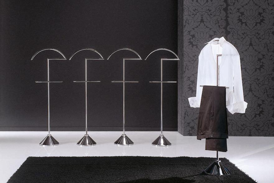 Porada-Clip-valet-stand.jpg