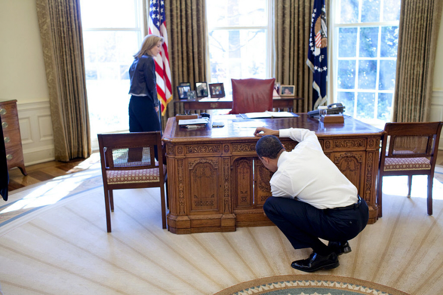 What Type of Desk Does the President of the United States Use