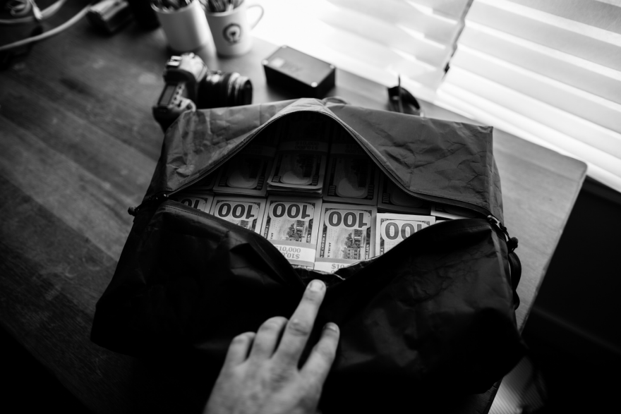 Can a million dollars fit in a duffel bag