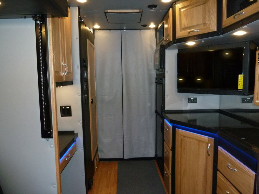 What Do Luxury Sleeper Cabs For Long Haul Truck Drivers