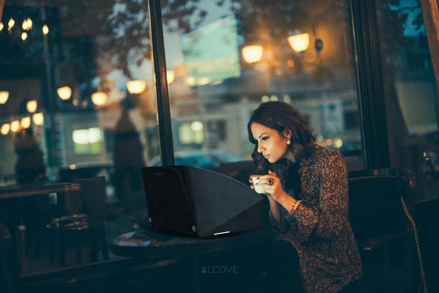 Alcove Group lanza un accesorio para aislar el sonido de tu laptop