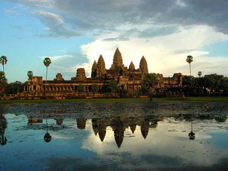 angkor wat temple. bot Angkor Wat sunset lg V amp; K