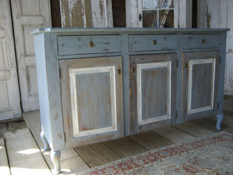 The Furniture Pieces You See Here All Look Quite Old But In Fact They Re Brand New Made By From Barn A Pennsylvania Based