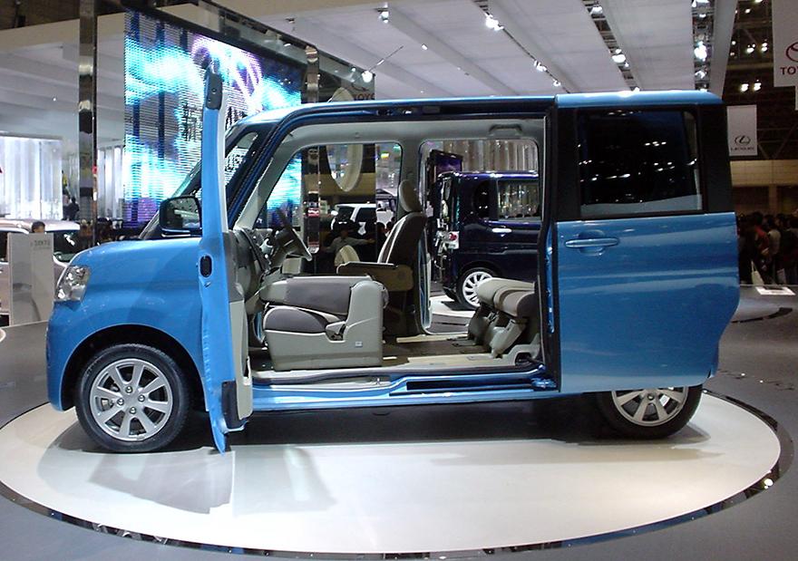 A Superior Design for Automotive Ingress/Egress Daihatsuu0027s Assymetrical Tanto & A Superior Design for Automotive Ingress/Egress: Daihatsuu0027s ...