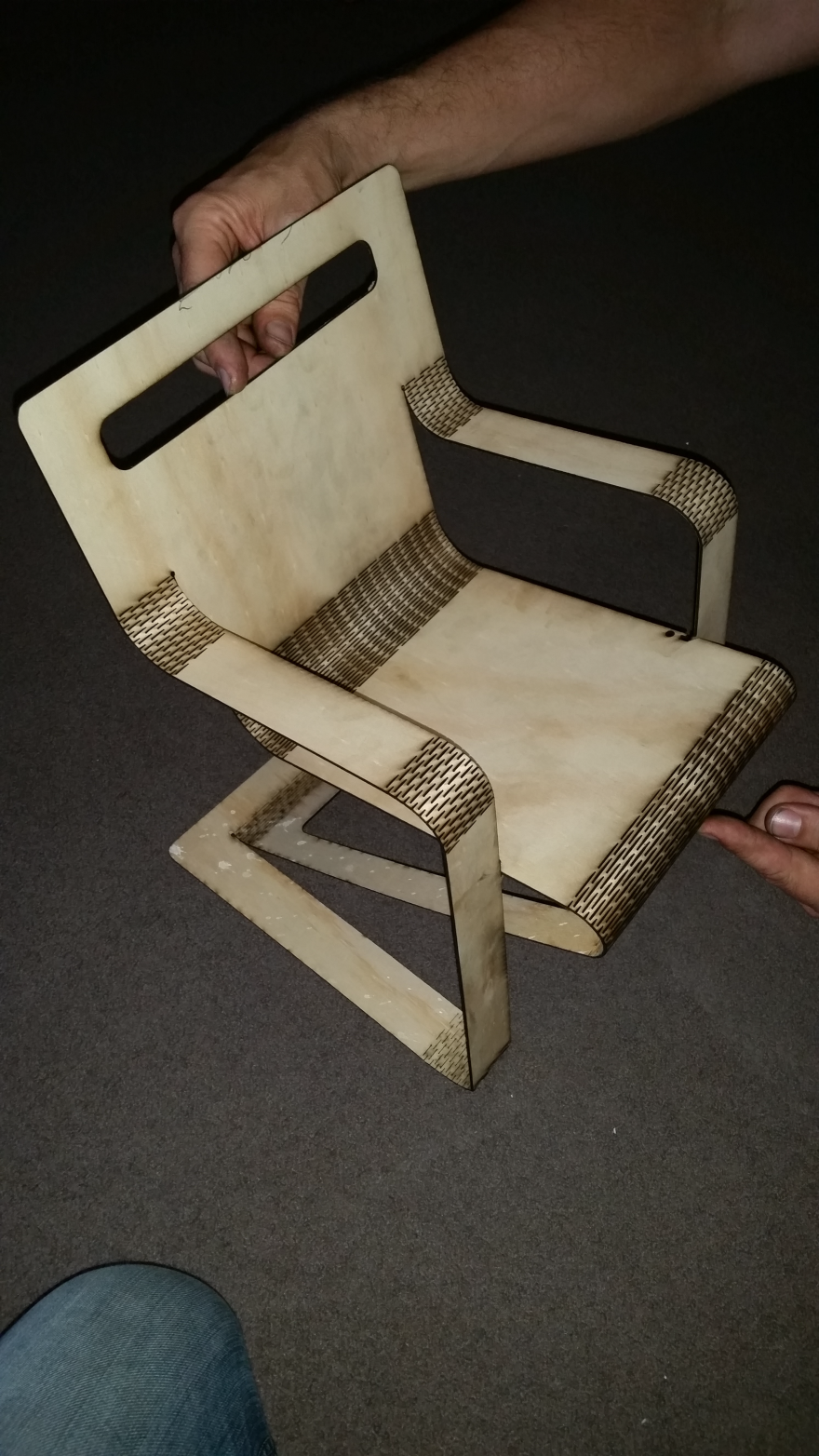 Aviator Chair: A Flat Folding Leather Chair Made Using No Joinery