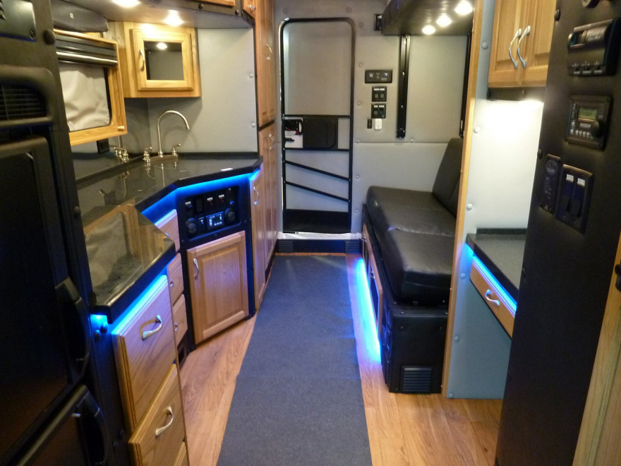 Truck Cab Inside >> What Do Luxury Sleeper Cabs For Long Haul Truck Drivers Look Like