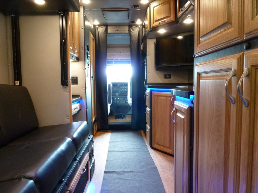 What Do Luxury Sleeper Cabs For Long Haul Truck Drivers Look