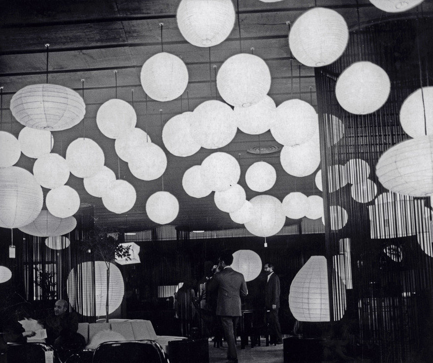 An Installation Celebrates the Enduring Appeal of Isamu Noguchi s Akari Light Sculptures