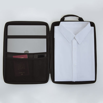 An Organizer Designed for Business Travel that Keeps Clothes Wrinkle-Free and Electronics Safe