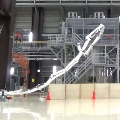 Japanese Breakthrough: Ultralight 66-Foot-Long Robot Arm Paves the Way for Real-Life Giant Robots