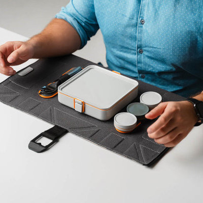 FoldEat - A lunchbox that unfolds into an eating mat.