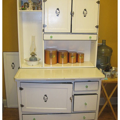 Widely-used kitchen workstation design from the early ...