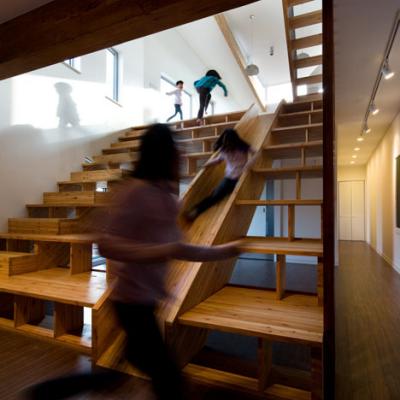 Moon Hoon's Quadruple-Duty Staircase Design