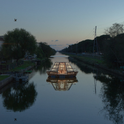 Jellyfish Barge: StudioMobile's Masterpiece of Waterborne Self-Sufficiency